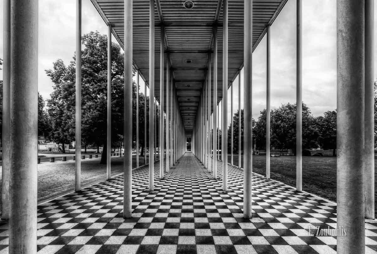 Schwarzweiß Bild der Wandelhalle in Böblingen