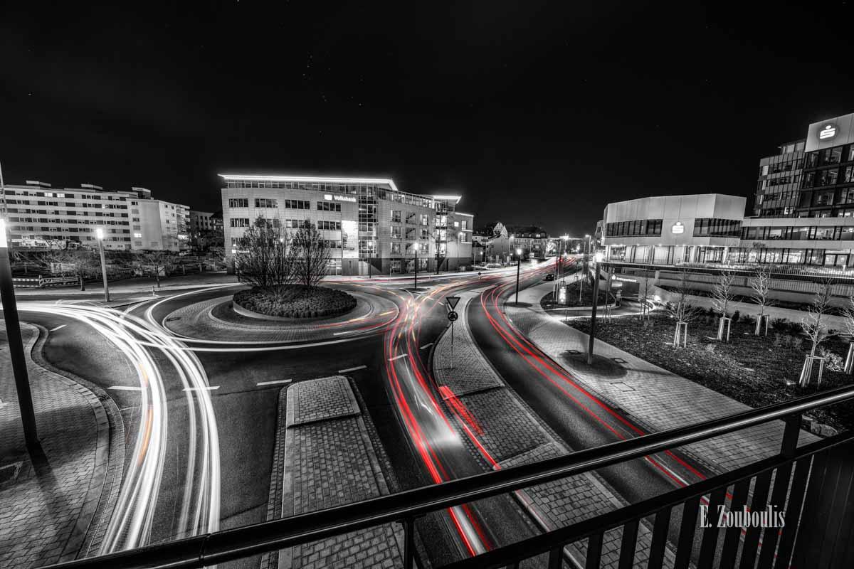 Böblingen mit Blick auf den Kreisverkehr der Wolfgang-Brumme Allee bei Nacht