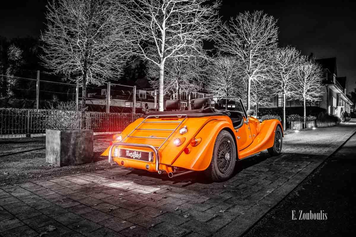 """Ein Morgan 4/4 mit seiner einzigartigen """"Morgan Orange"""" Farbe – in Stuttgart Degerloch"""