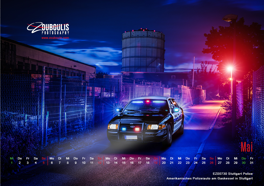 Kalenderbild Autofotografie. Amerikanisches Polizeiauto am Gaskessel in Stuttgart bei Nacht.