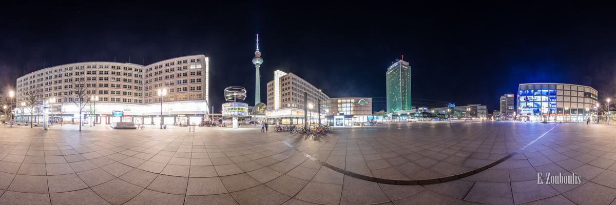Berlin Gravitation - 360 Grad Fotografie am Alexanderplatz Berlin bei Nacht