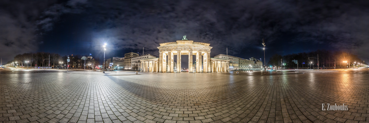 Berlin Brandenburger Tor Panorama - 360 Grad Fotografie vor dem Brandenburger Tor in Berlin bei Nacht